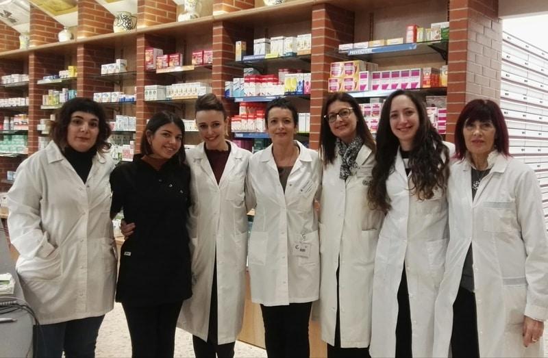 farmaciste e collaboratori della farmacia di bandito